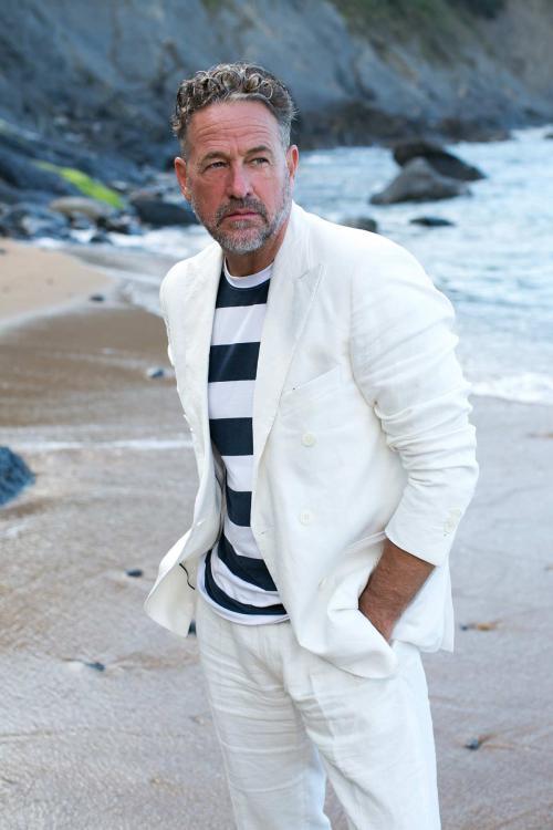 (Beach-white-Suit.jpg)